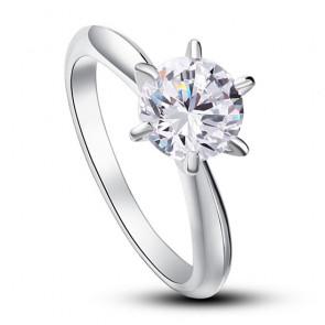 Ezüst gyűrű, fehér kővel