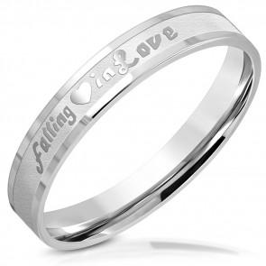 """Ezüst színű nemesacél gyűrű """"falling in love"""" felirattal"""