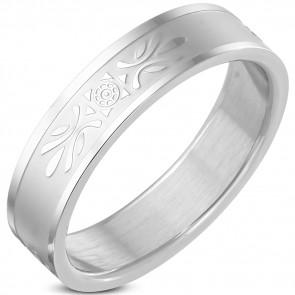 Ezüst színű, matt felületű nemesacél gyűrű virág mintával