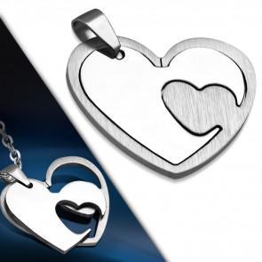 Ezüst színű, két részes, szív alakú nemesacél medál