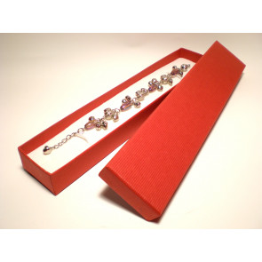 Piros színű karlánc ékszertartó