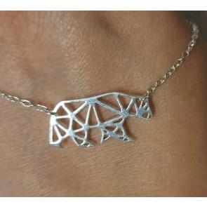 Ezüst színű minimál stílusú nyaklánc medve alakú medállal